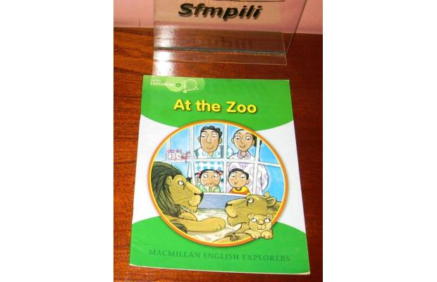 Literatura:  At The Zoo *Oxford Storyland Readers